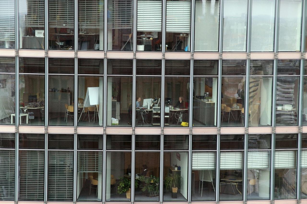 office-1006107_1280-min